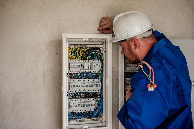 elektromonter przy instalacjach energetycznych